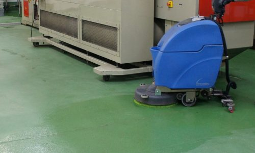 Cleaning anti slip resin floor with scrubber dryer